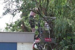Brandweer red man uit hoogwerker