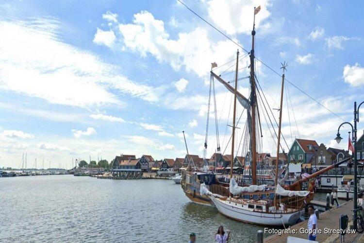 Gemeente stopt feest op boot in haven Volendam