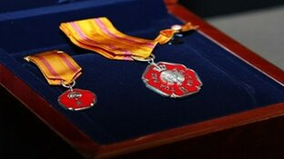 Volendammer ontvangt Zilveren Anjer van prinses Beatrix