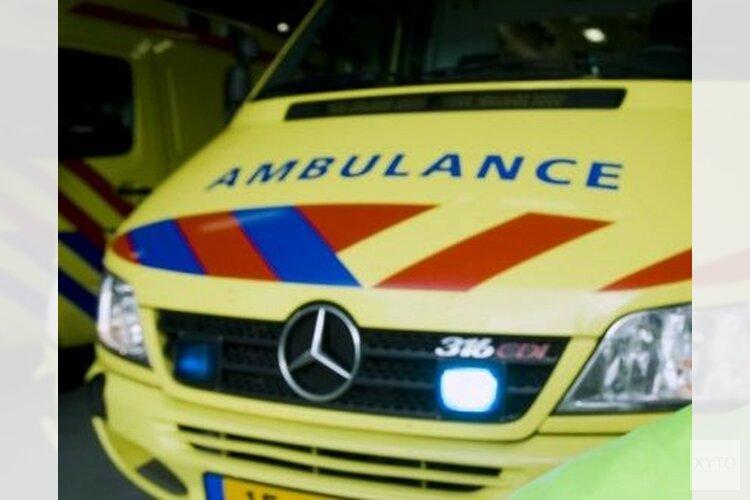 Motor botst op fietser: oudere man ernstig gewond