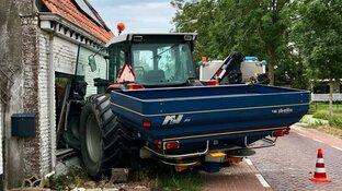 """Tractor rijdt woning binnen in Kwadijk: """"Iedereen rijdt hier te hard"""""""
