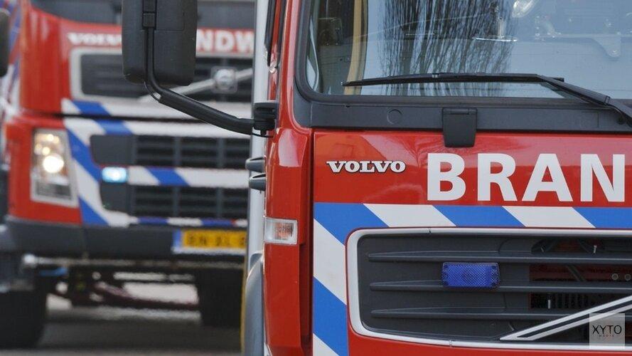 Auto vliegt in brand tijdens rit door Volendam