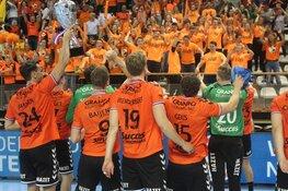 Eindelijk weer prijs voor Volendamse handballers na zinderende bekerfinale