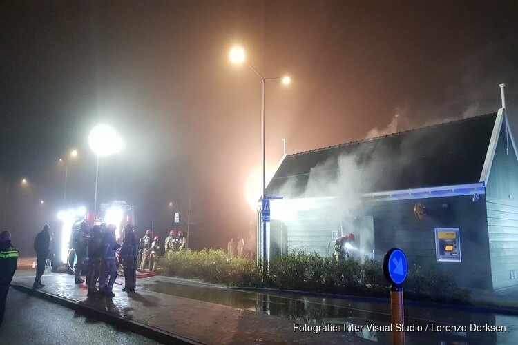 Brand in openbaar toiletgebouw Marken