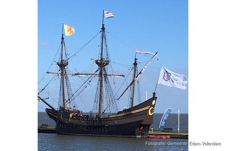 VOC schip Halve Maen te bewonderen in de Haven