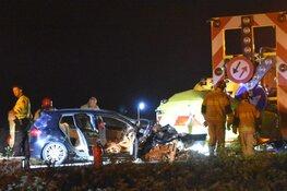 Auto crasht tegen pijlwagen op N247: meerdere gewonden